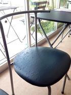 待合室の椅子がボロボロです